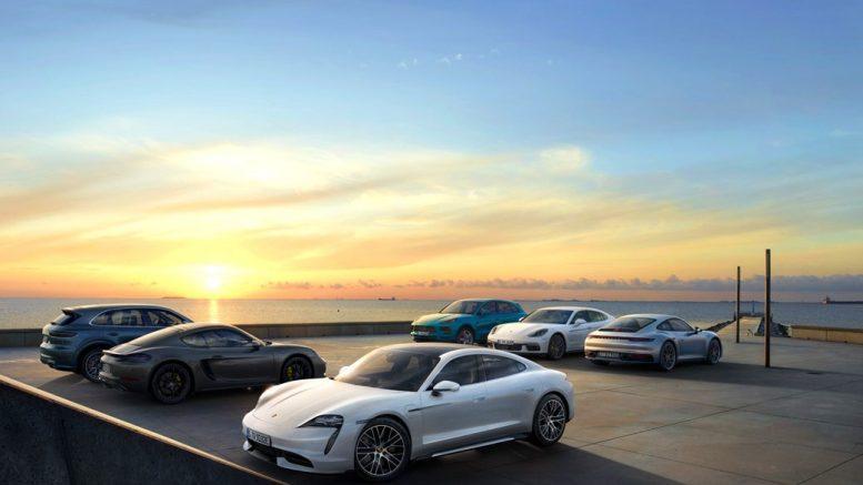 Porsches im Sonnenuntergang - Werksfoto