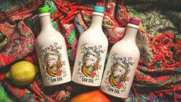Edition Fogo do Sul von Gin Soul drei Flaschen auf indischen bunten Tüchern