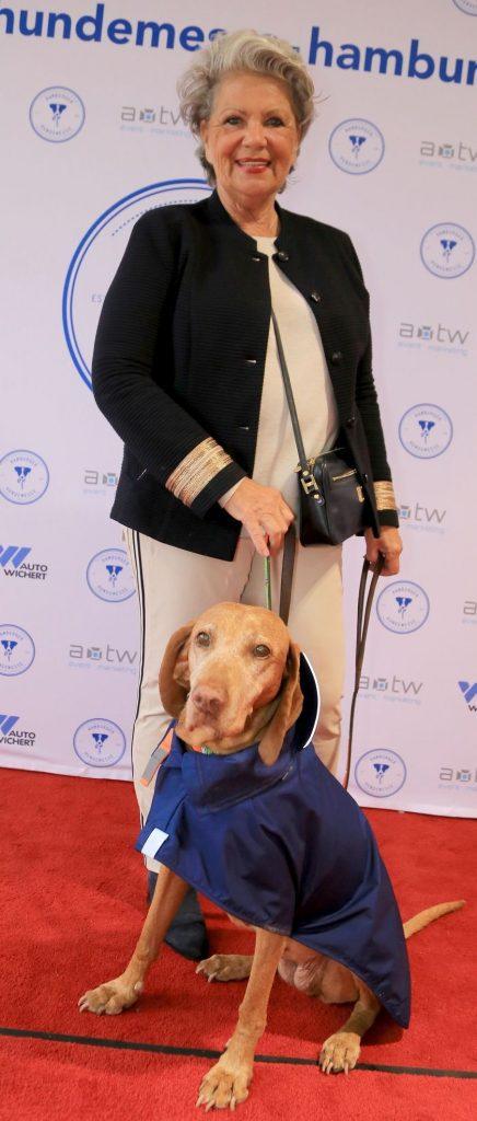 Hannelore Lay mit Hund