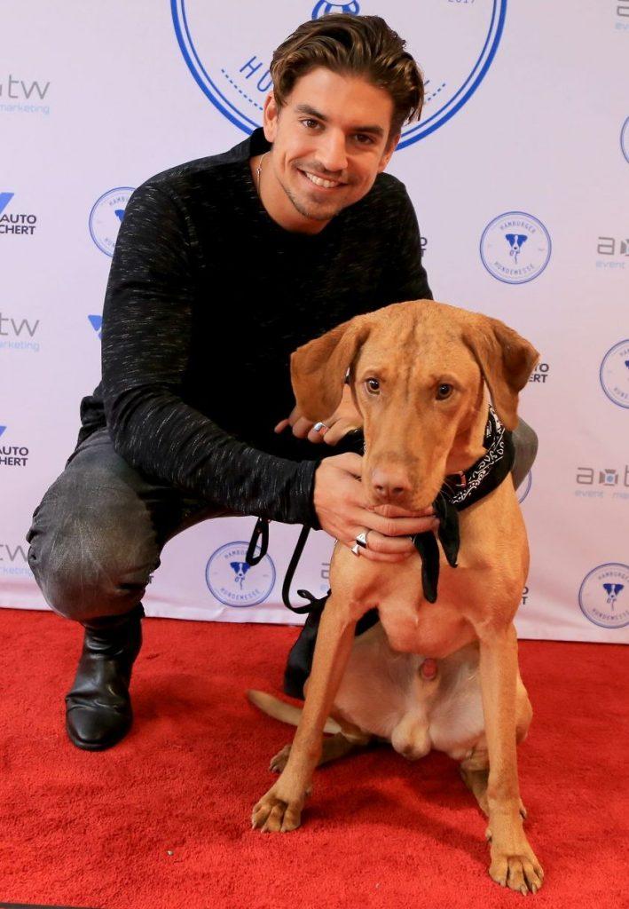 Manuel Hasni mit Hunde