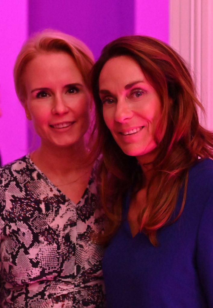 Zwei Frauen Dr. Anna Brandenburg, Society-Journalistin Christiane Kaufholt