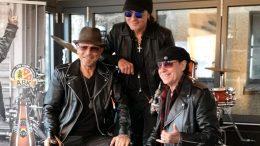 Drei Scorpions im Hard Rock Cafe Hamburg präsentieren ihr Bier