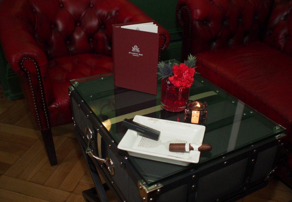 Zigarre mit Aschenbecher