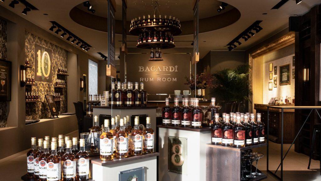 Bacardi Rum Room Hamburg, Flaschenpräsentation