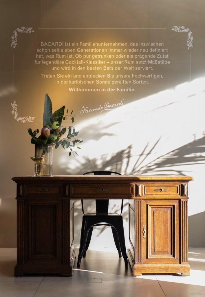 Schreibtisch im Bacardi Rum Room Hamburg
