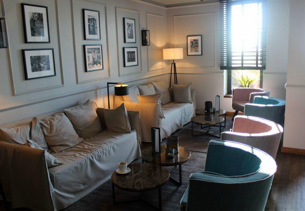 Die Bar im Hotel Lighthouse Büsum Sofas und Sessel