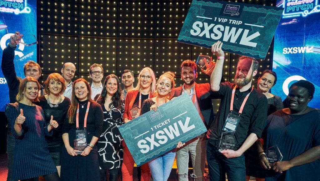 Finalisten und Juroren auf der Bühne im Mojo Club