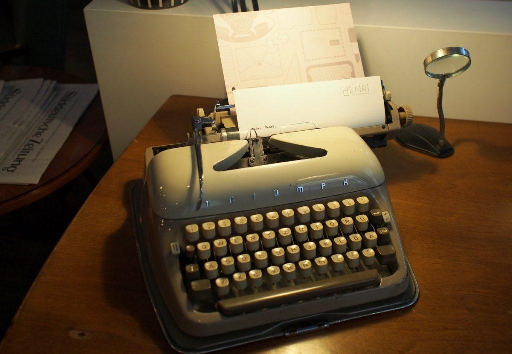 Reiseschreibmaschine von Triumpf