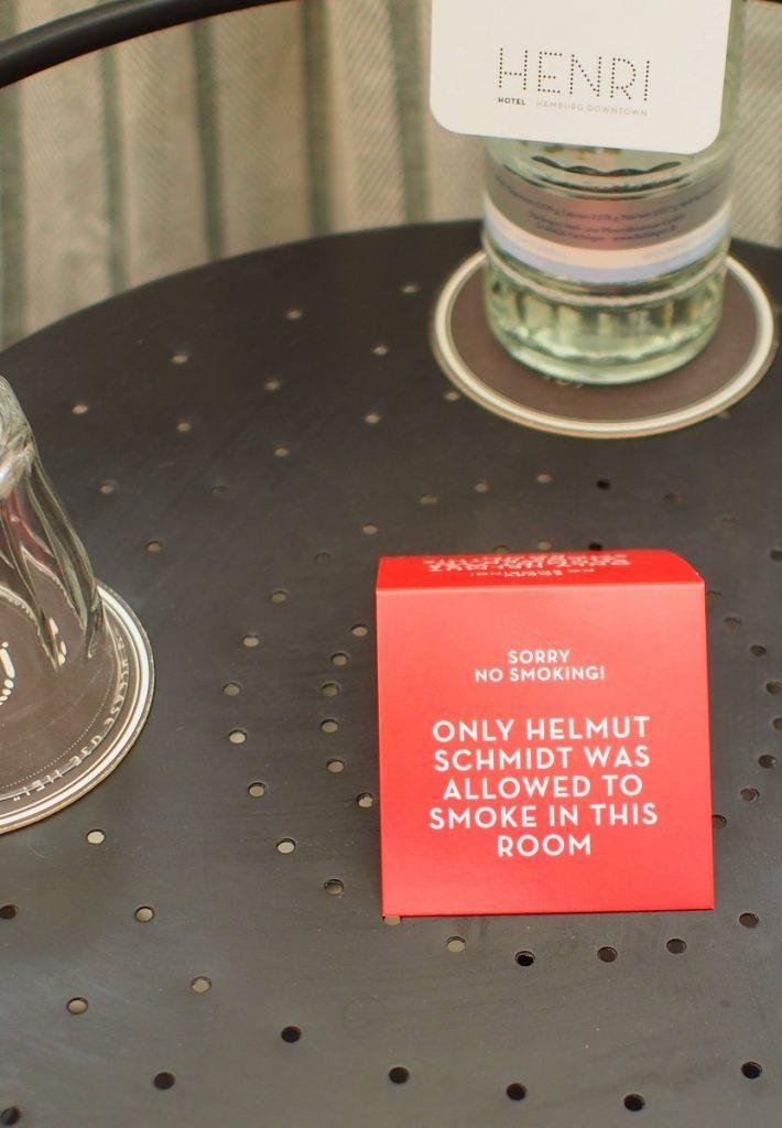 Nichtraucheraufsteller im Henri Hotel