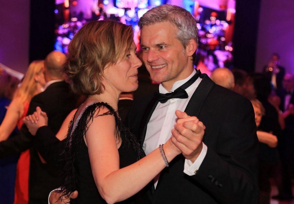 Thorsten Schröder mit Gattin tanzen