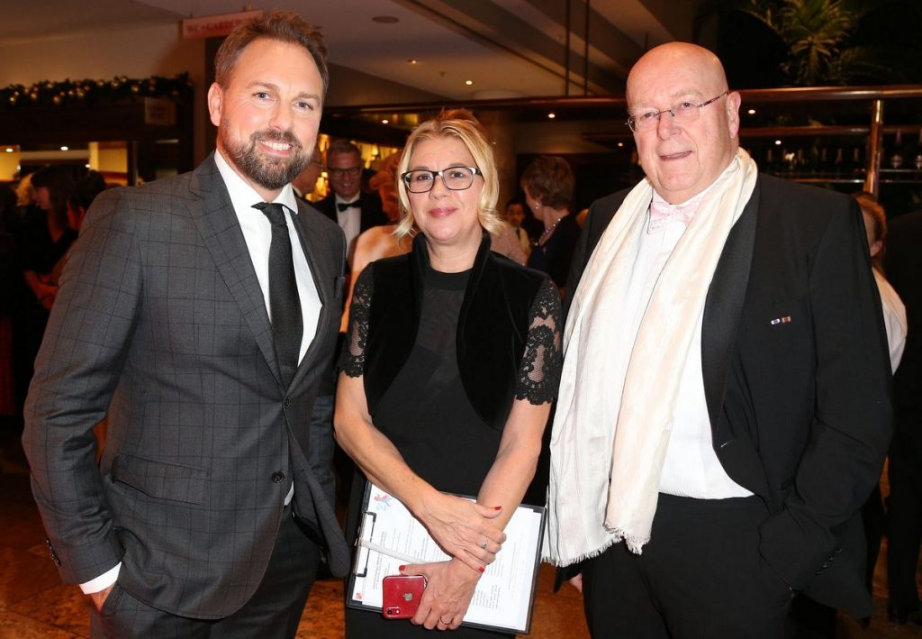 Steve Gätjen, Claudia Schulz (PR) und Unipräsident Prof. Dr. Dieter Lenzen