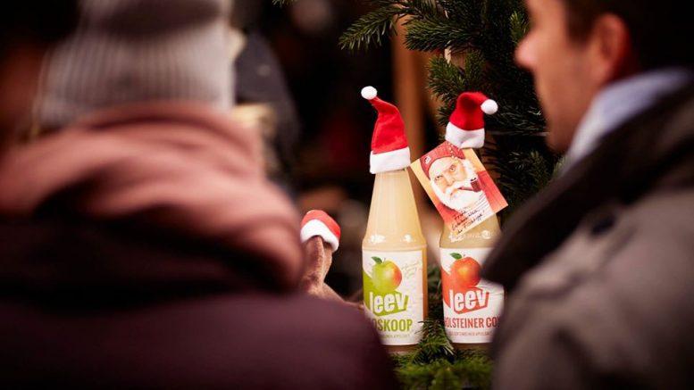 leev Flaschen mit Weihnachsmannmütze