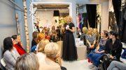 Modenschau bei Ella Deck - Ella Deck begrüßt die Gäste