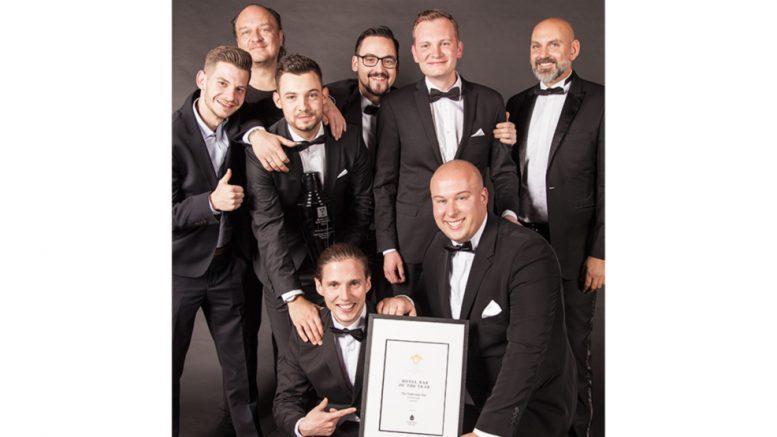 Beim Mixology Award in Berlin, das Gewinnerteam der The Fontenay Bar