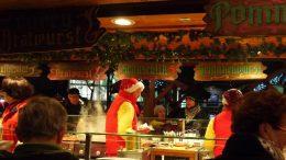 Ein weihnachtlicher Imbiss-Stand