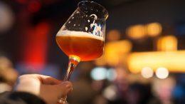 Glas mit dunklen Craft Beer