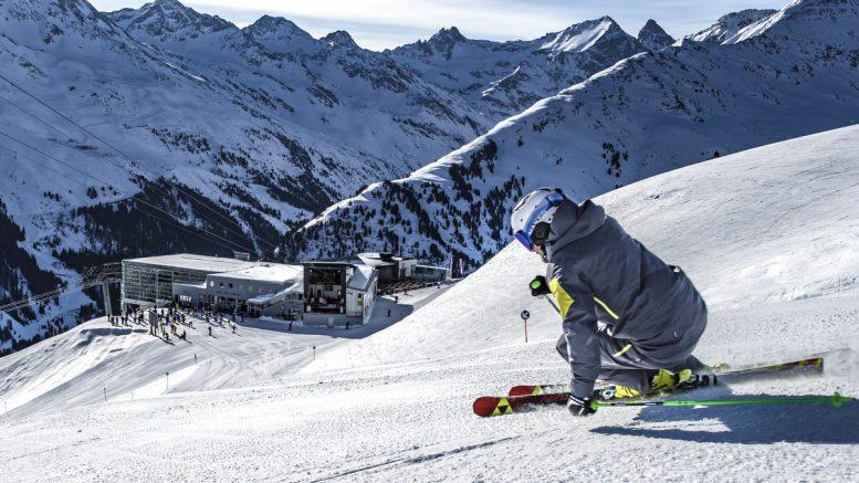 Skifahrer in St. Anton Arlberg in Österreich