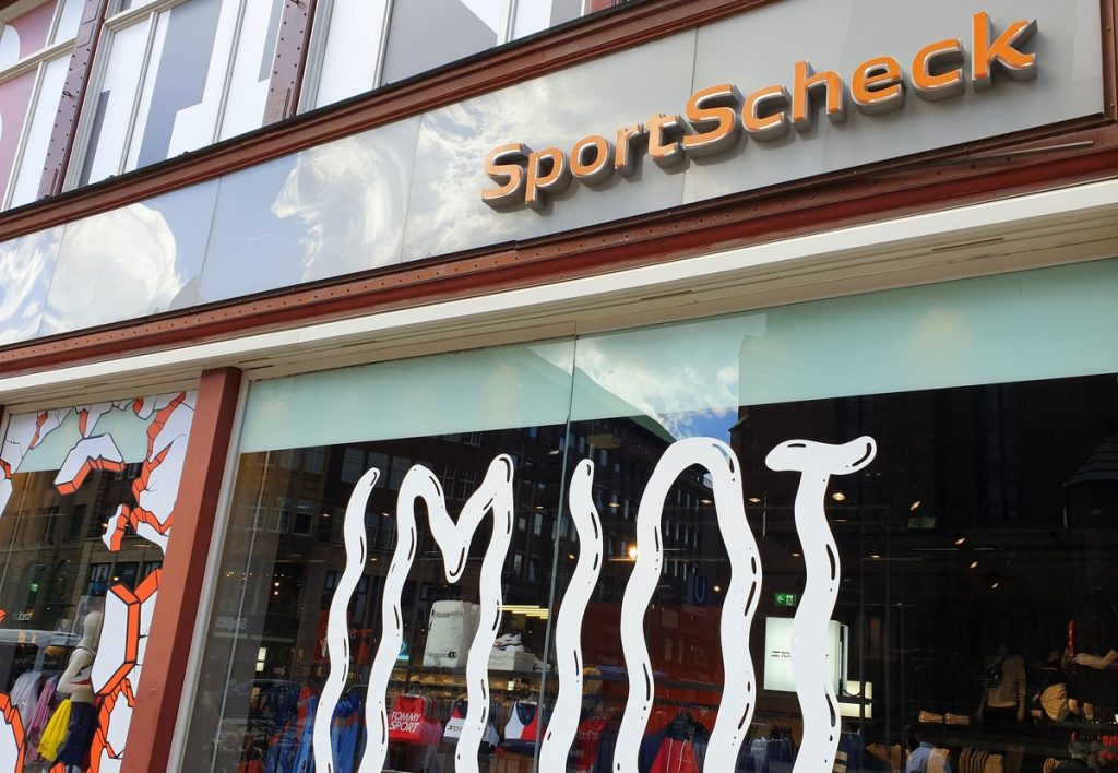 Sport Scheck Fassade