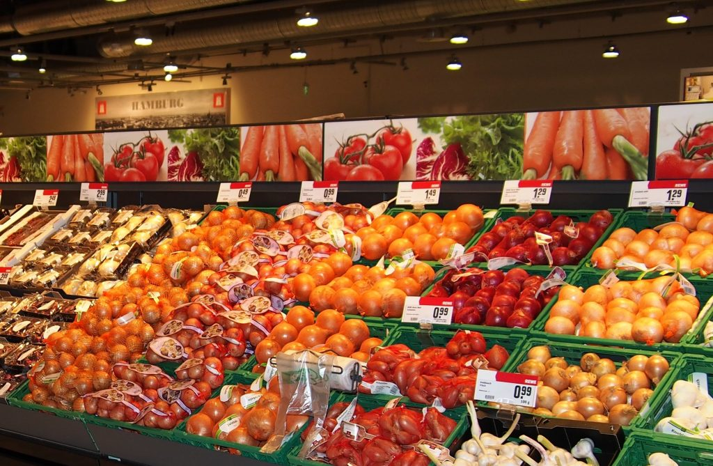 Präsentation von Gemüse in einem Hamburger Supermarkt