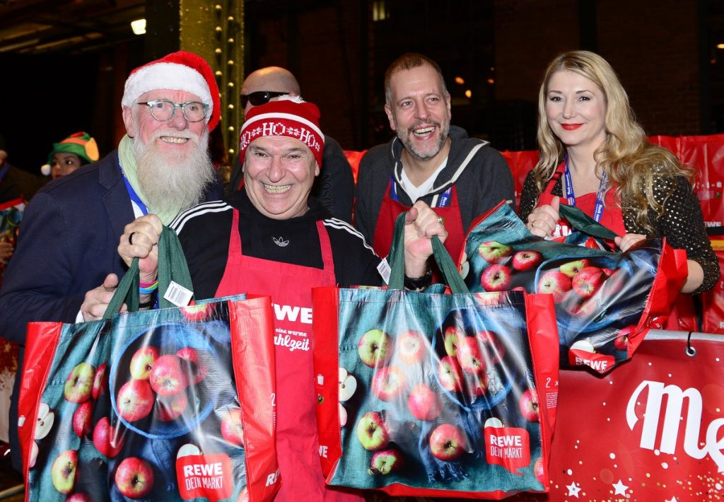 Mehr als eine warme Mahlzeit die Weihnachtsfeier für Hamburgs Bedürftige