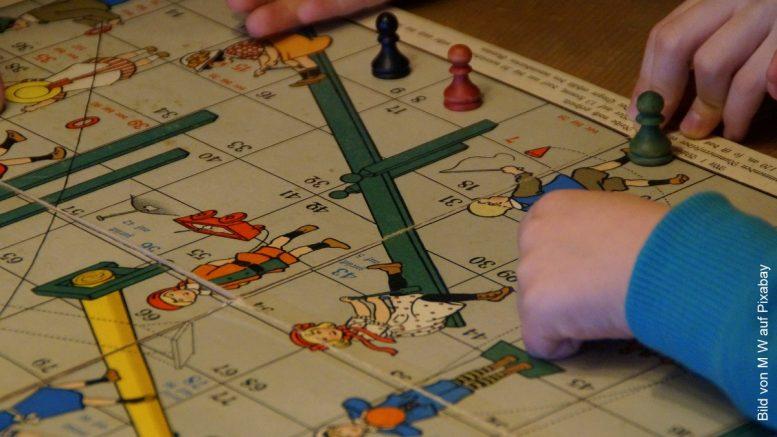 Ein altes Brettspiel für Kinder