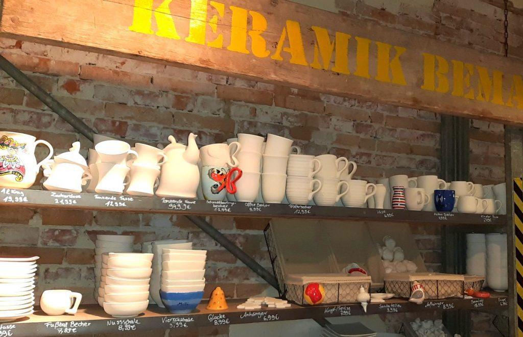 Regal mit Keramikrohlingen