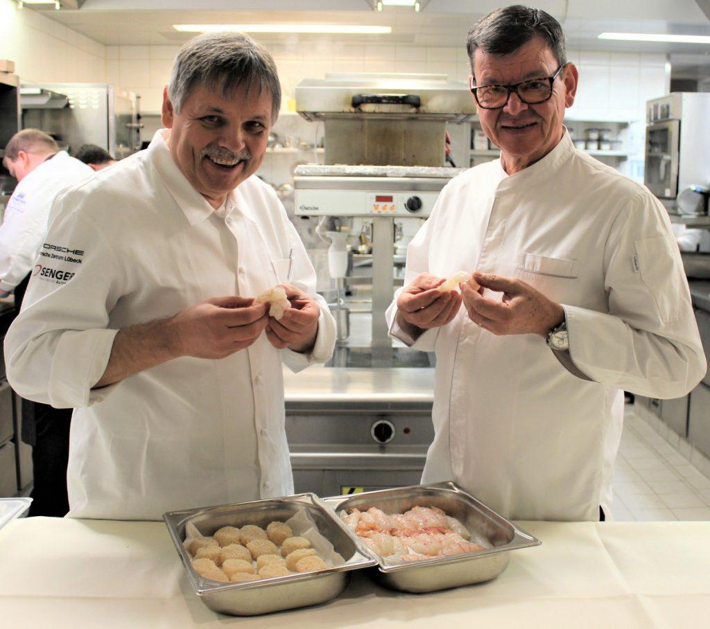 Die Sterneköche Lutz Nieman und Harald Wohlfahrt in der Küche