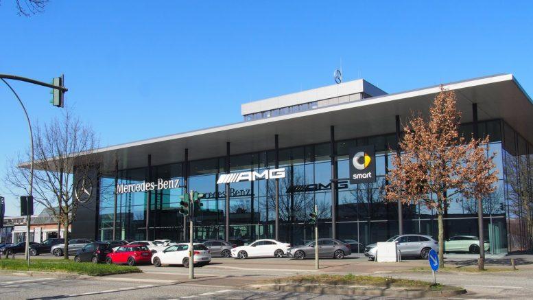 Der Friedrich-Ebert-Damm ist die Hamburger Automeile im ...