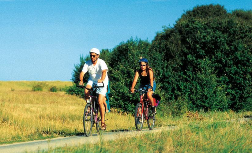 Zwei Fahrradfahrer in Mecklenburg-Vormpoomern
