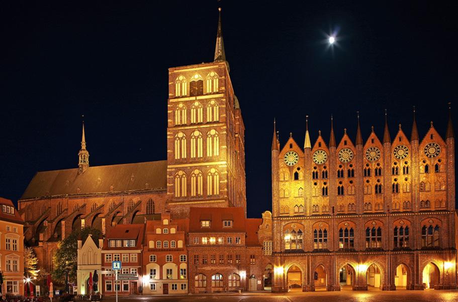 Stralsund der Alte Markt bei Nacht