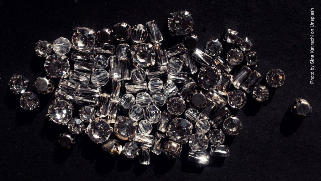 Diamanten auf schwarzem Samt