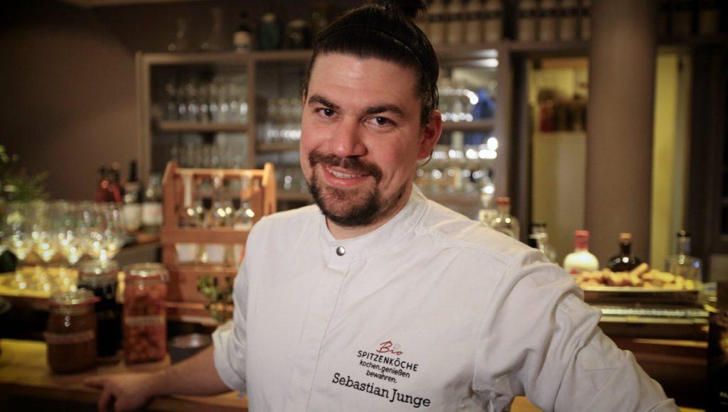 Sebastian Junge ist jetzt Hamburger BioSpitzenkoch, hier in seinem Uhlenhorster Restaurant Wolfs Junge
