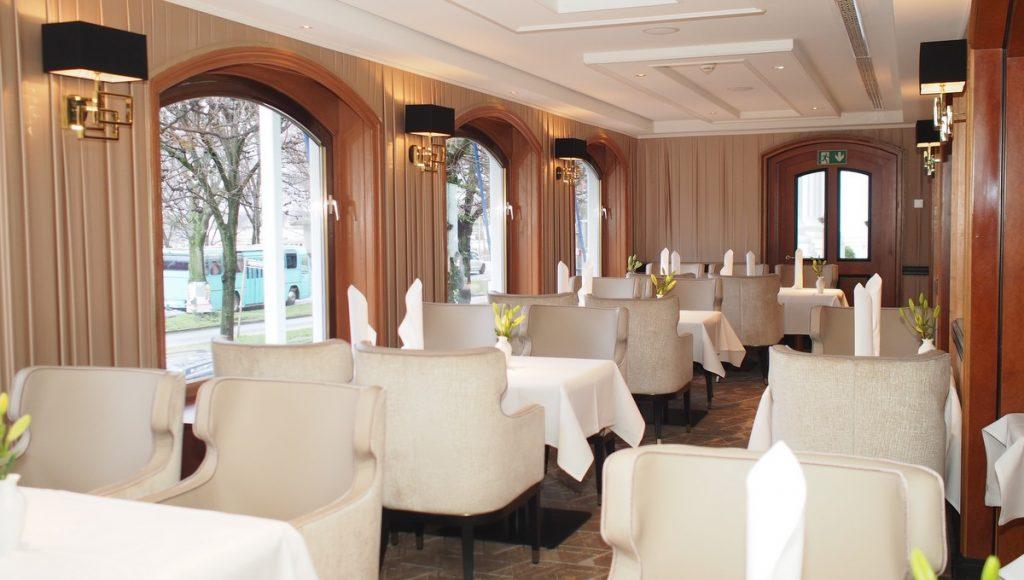 Fensterseite zur Außenalster das neue Atlantic Restaurant