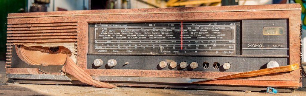 Ein schrottreifes Radio von Saba