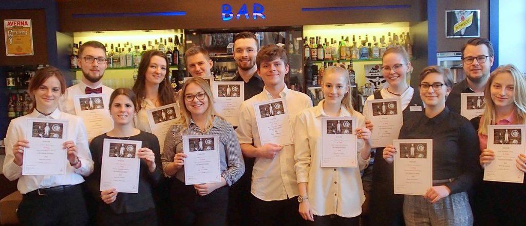 Teilnehmer beim 24. internationalen Calvados-Cocktail-Mixwettbewerb in Deutschland