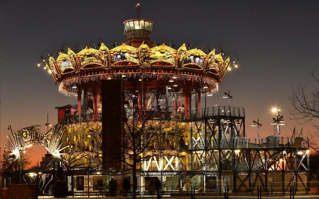 Das Karussell von Nantes am Abend