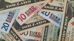 Dollar und Euroscheine