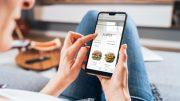 Der neue Lieferdienst Pet, Frau mit Smartphoneer Pane bringt's