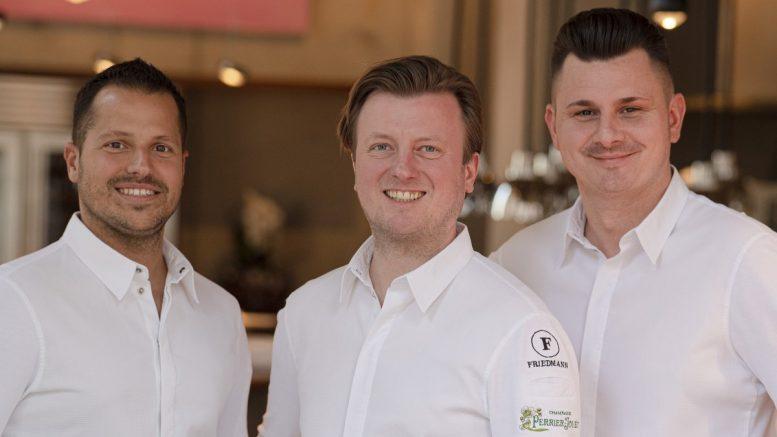Die Crew der Puzzle Bar Hamburg HafenCity, drei Männer