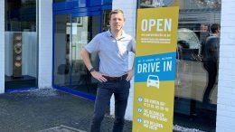 Jan Schwarte von Auditorium zeigt den HiFi Drive-In in der Speicherstadt Hamburg