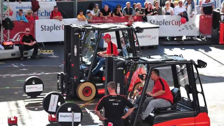 Gabelstapler-Fahrer beim StaplerCup in Aschaffenburg