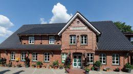 Ringhotel Sellhorn, Aussenansicht in Hanstedt in der Heide, rotes Backsteinhaus