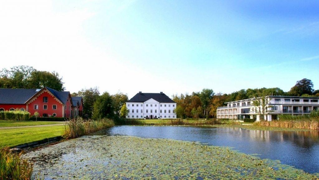 Schlossgut Groß Schwansee Ensemble aus historischen und neuen Gebäuden
