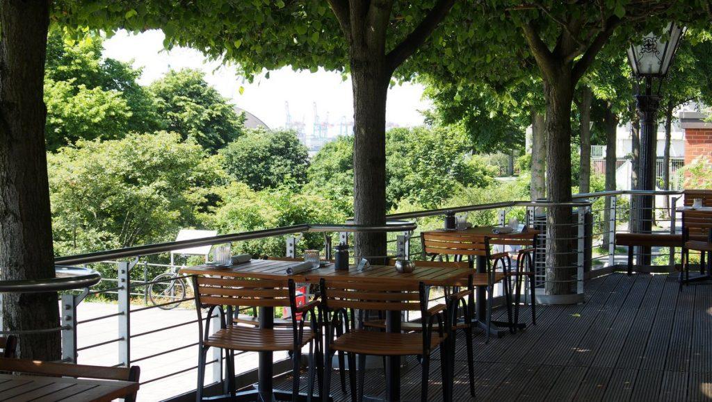 Die Lindenterrasse vom Restaurant Port in Hamburg St. Pauli