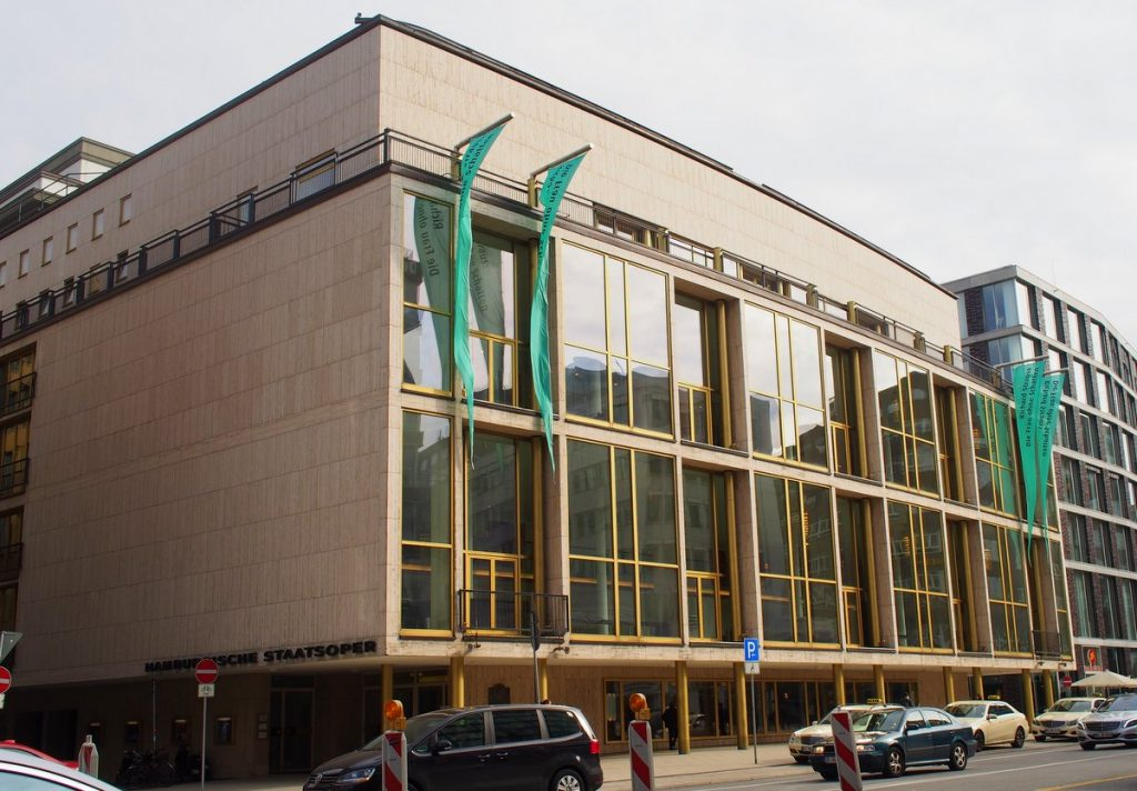 Gebäude Hamburger Staatsoper Straßenansicht