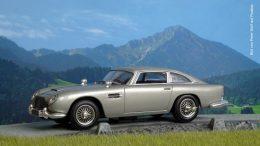 Aston Martin DB5 Modell in den Alpen