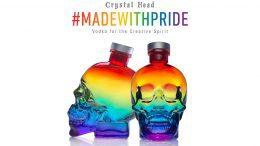 Crystal head Vodka Pride Edition, zwei farbige Flaschen im Totenkopfform