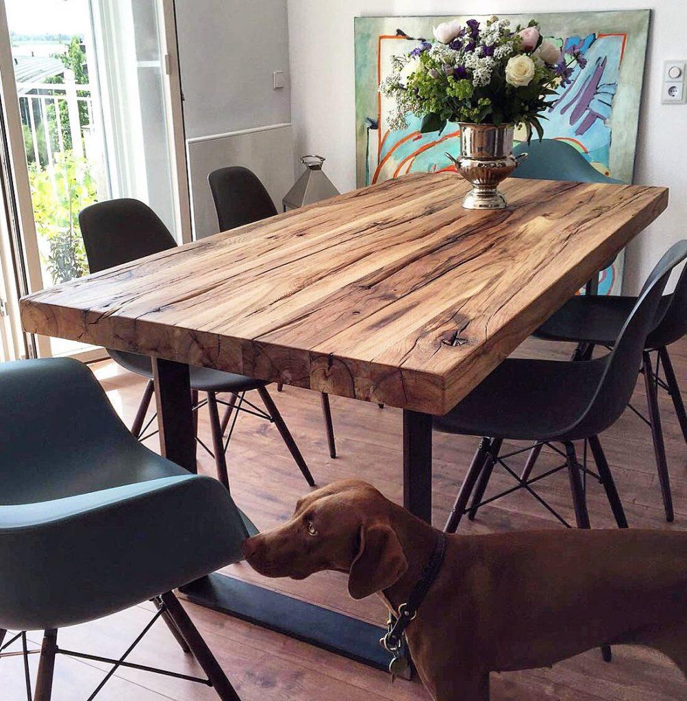 Massivholztisch in einer Hamburger Wohnung