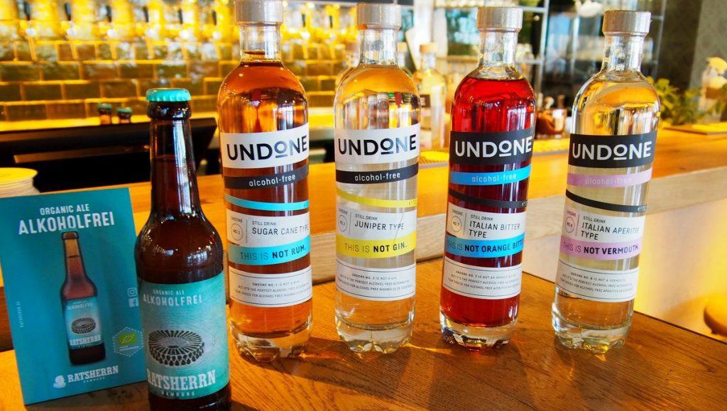 Ratsherrn und Undone Flaschen in der Ratsherrn Bar auf dem Tresen