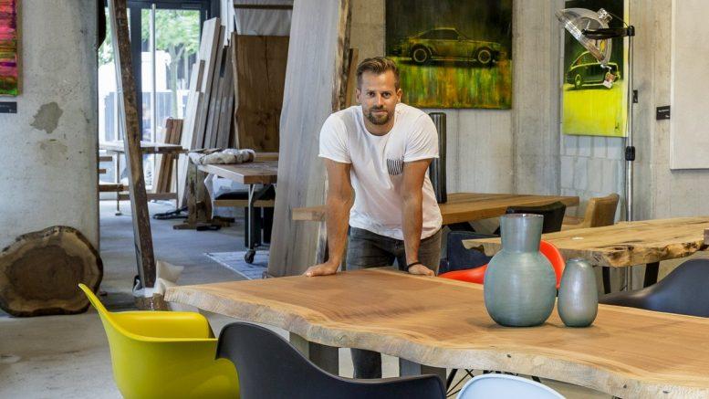 Gabor Rietdorf in seinem Laden in der HafenCity Hamburg